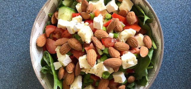 Groene salade met geitenbrie